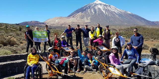 Foto de grupo de los participantes en el curso de piloto de Joëlette den proyecto 'Naturaleza para todos en los Parques Nacionales'