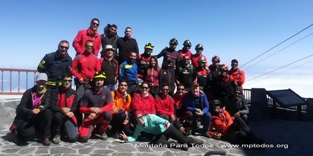 Grupo de miembros de seguridad que participaron en el simulacro de rescate en el Teide