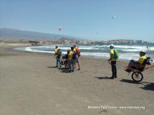 Mirando los kitesurf
