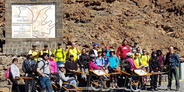 Participantes en el sendero Montaña Blanca - Portillo Alto, en el PN del Teide