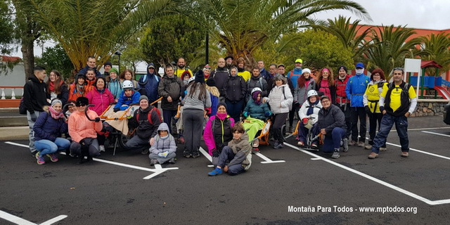 Foto de grupo de los asistentes a Las Charcas de Erjos