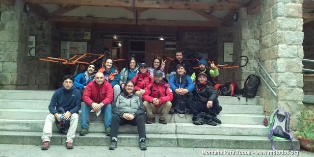 Foto de grupo de los participantes en el curso de piloto de Joëlette de nivel 1