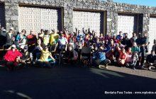 Foto de grupo de los participantes en la Marcha deportiva 'Reto 7 Cañadas', en el Parque Nacional del Teide