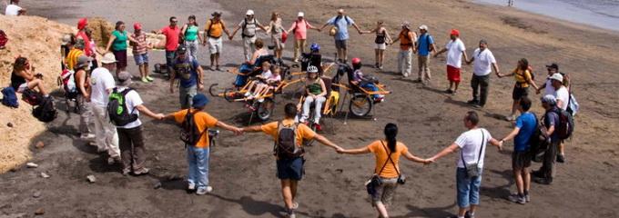 Grupo de voluntarios reunidos en un rondo